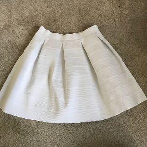 White Express skirt with elastic waist. Sz. Medium